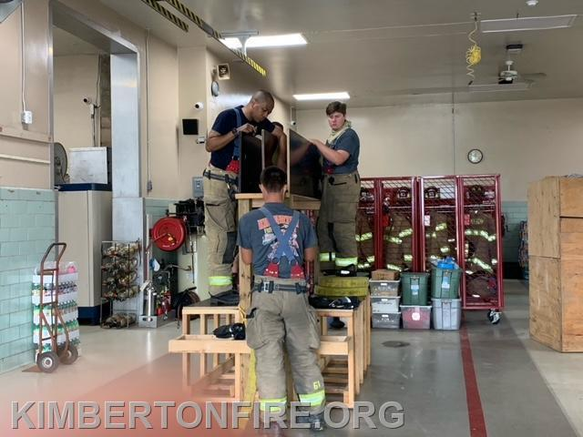 Hose Pulling station and repacking the hose